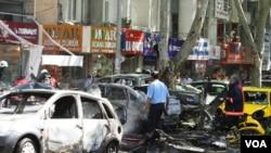 Informes provenientes del lugar de la explosión, indican que varios vehículos se incendiaron tras la detonación.