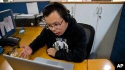 """Li Xin, mantan redaktur opini dari Southern Metropolis Daily di China """"hilang"""" di Thailand (foto: dok)."""