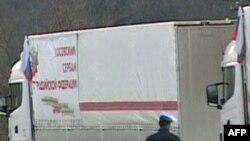 Kamionët me ndihma ruse, të bllokuar