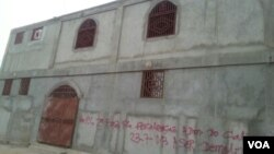 Angola Luanda Mesquita (com dizeres de obra embargada)
