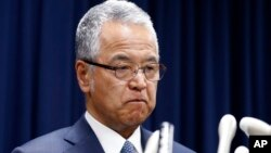 Japanese Economy Minister Akira Amari bites his lips during a nationally televised news conference in Tokyo, Jan. 28, 2016.