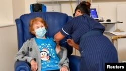 Margaret Kinan je prva osoba na svetu koja je primila Fajzerovu vakcinu mimo kliničkih studija