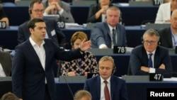 លោក Alexis Tsipras នាយករដ្ឋមន្រ្តីក្រិកថ្លែងនៅក្នុងសភាអឺរ៉ុបនៅក្រុង Strasbourg ប្រទេសបារាំង កាលពីថ្ងៃទី៨ ខែកក្កដា ឆ្នា២០១៥។