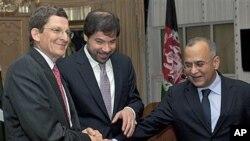 جاوید لودین، معین سیاسی وزارت امور خارجه افغانستان(وسط)