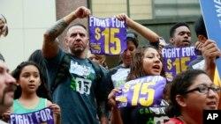 La lucha en los diferentes estados ha sido durar por lograr un aumento en el salario mínimo que el Congreso a nivel federal se resiste a incrementar.