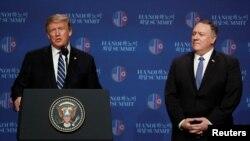 도널드 트럼프 미국 대통령과 마이크 폼페오 국무장관이 지난달 28일 베트남 하노이에서 2차 미-북 정상회담을 마친 후 기자회견을 열고 합의 도출에 실패한 이유를 설명했다.