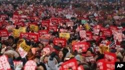Những người biểu tình ở Seoul yêu cầu Tổng thống Park Geun-hye từ chức, ngày 26 tháng 11 năm 2016.
