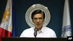 Phát ngôn viên Bộ Ngoại giao Philippines Charles Jose phát biểu về vấn đề tranh chấp biển đảo với Trung Quốc trong cuộc họp báo tại Manila.