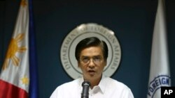 """Phát ngôn viên Bộ Ngoại giao Charles Jose nói Philippines """"quan tâm sâu sắc"""" đối với những hoạt động cải tạo đất của Trung Quốc."""
