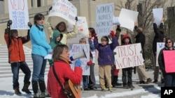 Los que defienden el aborto consideran que la nueva ley será derrotada de llegar a las cortes.