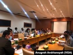 Rapat dengar pendapat (RDP) Komisi A DPRD Sumut bersama Nadimah dan pihak yang bersangkutan terkait permasalahan lahan, Kamis 6 Agustus 2020. (Foto: Anugrah Andriansyah/VOA).