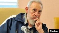 """Según Castro, Snowden prestó un servicio al mundo al revelar la política """"deshonesta"""" de Estados Unidos."""