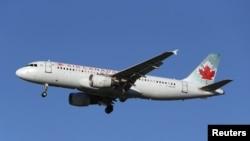 Yon avyon Air Canada, Airbus A320-200 ki tap prepare l pou l ateri nan Ayewopò Entènasyonal Vancouver nan Richmond, British Columbia, Canada, 5 fevriye 2019. REUTERS/Ben Nelms