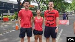 Cecilia Gunawan (tengah) dari IndoRunners mengatakan, melawan pelecehan di jalanan harus juga didukung oleh pelari laki-laki. (VOA/Rio Tuasikal)