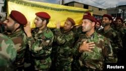Tentara Hizbullah melakukan acara pemakaman di Beirut, Lebanon bagi rekan mereka yang gugur dalam konflik Suriah (foto: dok). Hizbullah berusaha melakukan upaya untuk ekspansi ke Afrika Barat.