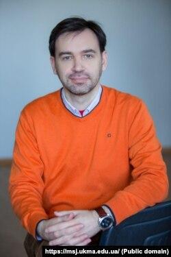 Фото: Євген Федченко та СтопФейк відповідають за перевірку фактів для Facebook в Україні