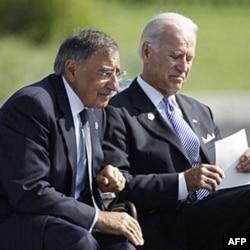 Sekretar odbrane Lion Paneta i potpredsednik SAD Džozef Bajden na komemoraciju u Pentagonu