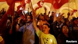 Des manifestants marchent dans les rues de Tunis, le17 juillet 2014.
