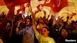 Des protestants marchent dans les rues de Tunis, en Tunisie, le 17 juillet 2014.