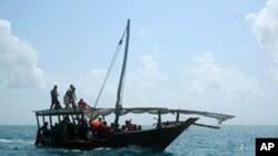 Jahazi ya uvuvi ya Zanzibar ikisafirisha walonusuriuka na ajali ya Spice Islander