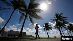 Solo basta con caminar al menos 20 minutos diariamente, según los investigadores.