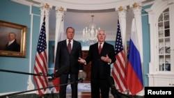 Le secrétaire d'Etat Rex Tillerson, à droite, joint par le ministre des Affaires étrangère Sergey Lavrov à Washington DC, le 10 mai 2017.