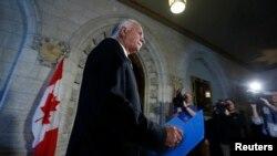 加拿大公安部长特尤斯4月22日抵达渥太华议会向系那个记者发布阴谋袭击火车嫌疑犯被捕消息