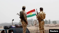 6月11日伊拉克库尔德族安全部队守卫在一个检查站