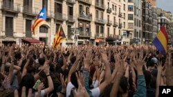 2일 스페인 바르셀로나에서 카탈루냐의 독립을 요구하는 시위대가 행진하고 있다.