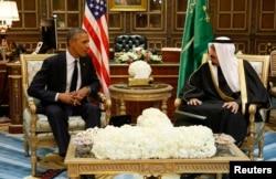 U.S. President Barack Obama meets with Saudi Arabia's King Salman at Erga Palace in Riyadh, Jan. 27, 2015.