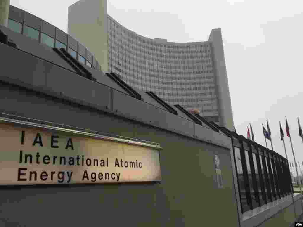 استقرار مرکز آژانس بین المللی انرژی اتمی در وین از سال ۱۹۵۷ تا ۱۹۶۷ طول کشید. مرکز قبل از آن در نیویورک بود.