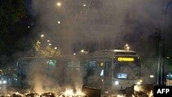 Sinh viên dựng rào cản trong cuộc biểu tình ở thủ đô Santiago của Chilê, đòi cải cách hệ thống giáo dục