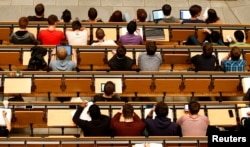 FILE PHOTO: Students attend a lecture in the auditorium of a university in Munich, Germany, May 25, 2016. REUTERS/Michaela Rehle