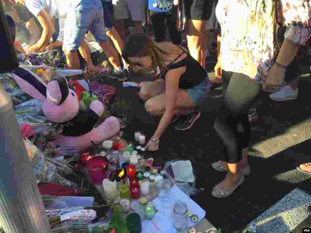 Woman leaves memento in honor of victims of Bastille Day attack in Nice, France, July 15, 2016. (Photo: VOA Persian Service)