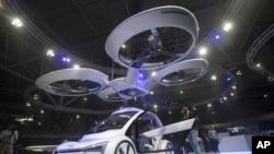 Pop.Up.Next, sebuah purwarupa dirancang oleh Audi, Airbus, dan Italidesign diperagakan di Amsterdam Drone Week di Amsterdam, Belanda, Selasa, 27 November 2018