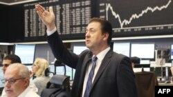 Котировки акций на биржах Европы и США вновь падают