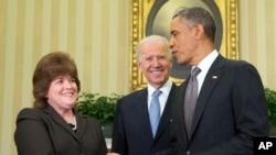 Джулия Пирсон, Джо Байден и Барак Обама. Белый дом, Вашингтон. 27 марта 2013 года