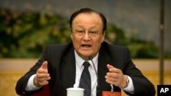 Shohrat Zakir, Gubernur Daerah Otonomi Xinjiang Uighur China, dalam diskusi kelompok di sela-sela Kongres Rakyat Nasional China (NPC) di Aula Besar Rakyat di Beijing, Selasa, 12 Maret 2019.