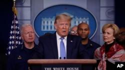Le président Donald Trump, lors d'un briefing sur le coronavirus dans la salle de presse de la Maison Blanche, dimanche 15 mars 2020, à Washington. (Photo AP / Alex Brandon)