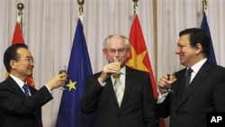 From left to right:China's Prime Minister Wen Jiabao, European Union Council President Herman Van Rompuy, and European Union Commission President Jose Manuel Barroso are seen following the signing ceremony of two agreements between the European Union and
