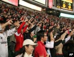 香港观众大拇指一致朝下对待日本队