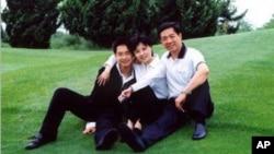 薄瓜瓜与父亲薄熙来和母亲谷开来(资料照片)