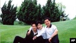 薄熙來夫婦與兒子薄瓜瓜(資料圖片)