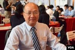 台灣土地銀行香港分行經理鄭勝文表示,聘請留學台灣的香港畢業生,理念及思考方式都比較容易溝通。(美國之音湯惠芸)