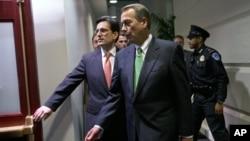 众议院多数党领袖坎特尔(左)和众议院议长贝纳一月在国会参加共和党第二次核心会议