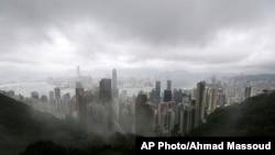 云雾笼罩下的香港。