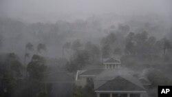 """颶風艾瑪的""""風眼""""經過佛羅里達州那不勒斯(2017年9月10日)"""