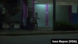 Ouagadougou sous tension dans la nuit de dimanche à lundi 14 août 2017 (VOA/Issa Napon)