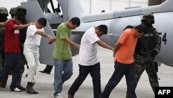 Quân đội Mexico áp giái những người họ nói là thuộc băng đảng Zetas, hôm 7/10/11