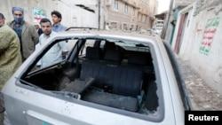 지난 8일 예멘 수도 사나 외곽에서 발생한 차량 폭탄 공격 현장. (자료사진)